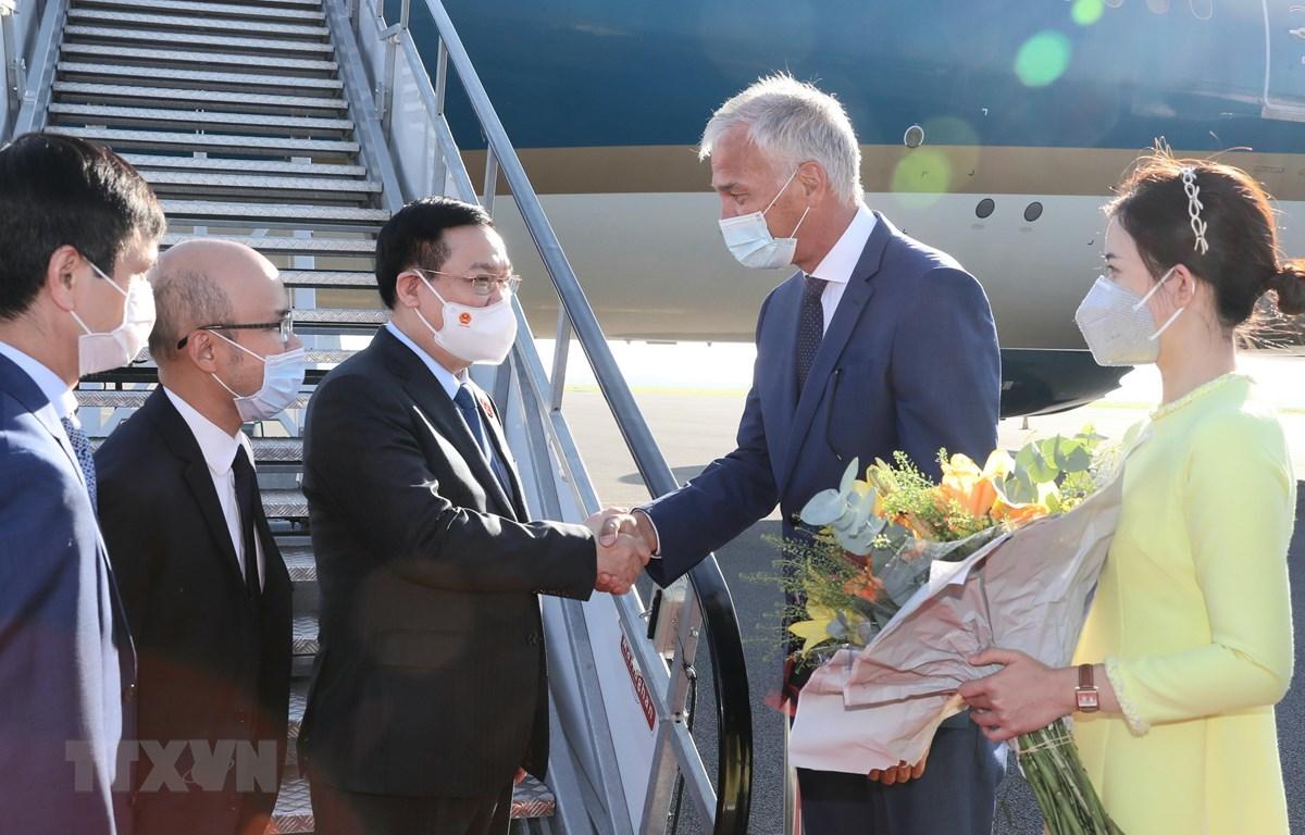 Lễ đón Chủ tịch Quốc hội Vương Đình Huệ tại sân bay quân sự Melsbroek, Thủ đô Brussels. Ảnh: Doãn Tấn/TTXVN