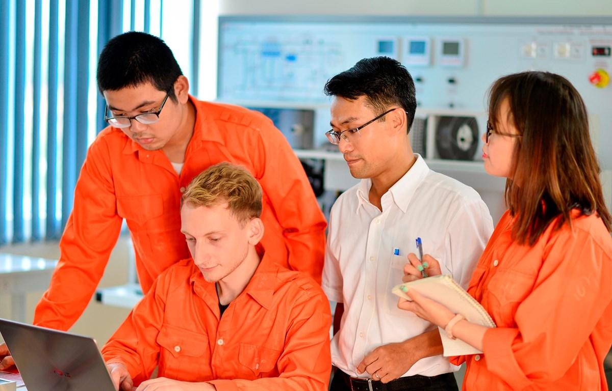 Sinh viên Đại học Việt Pháp được học tập trong môi trường quốc tế đa văn hóa. (Ảnh: PV/Vietnam+)