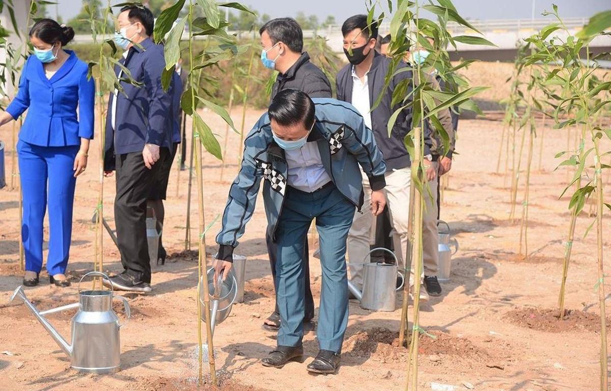 """Bộ trưởng Trần Hồng Hà tham dự lễ phát động""""Tết trồng cây đời đời nhớ ơn Bác Hồ"""" Xuân Tân Sửu 2021 và hưởng ứng Chương trình trồng 1 tỷ cây xanh giai đoạn 2021-2025 tại thành phố Hà Nội. (Ảnh: KT/Vietnam+)"""