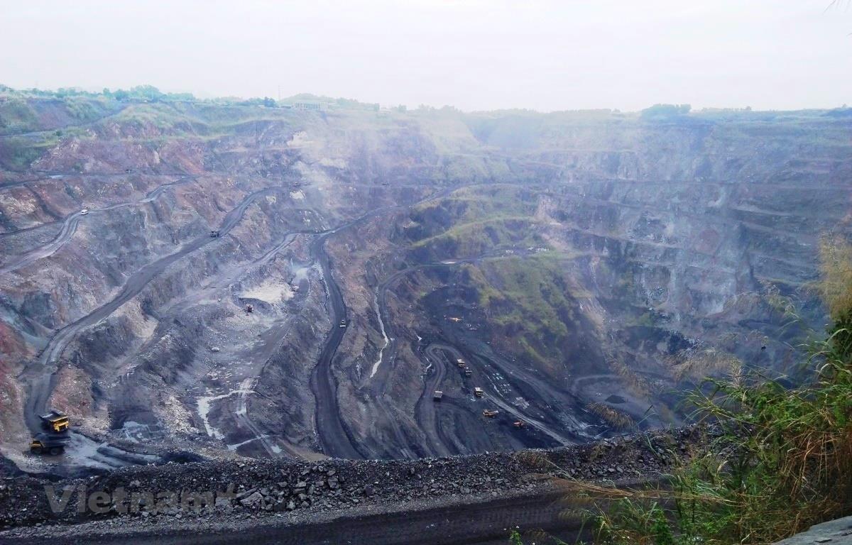 Một góc khu vực khai trường của Mỏ than Phấn Mễ. (Ảnh: HV/Vietnam+)