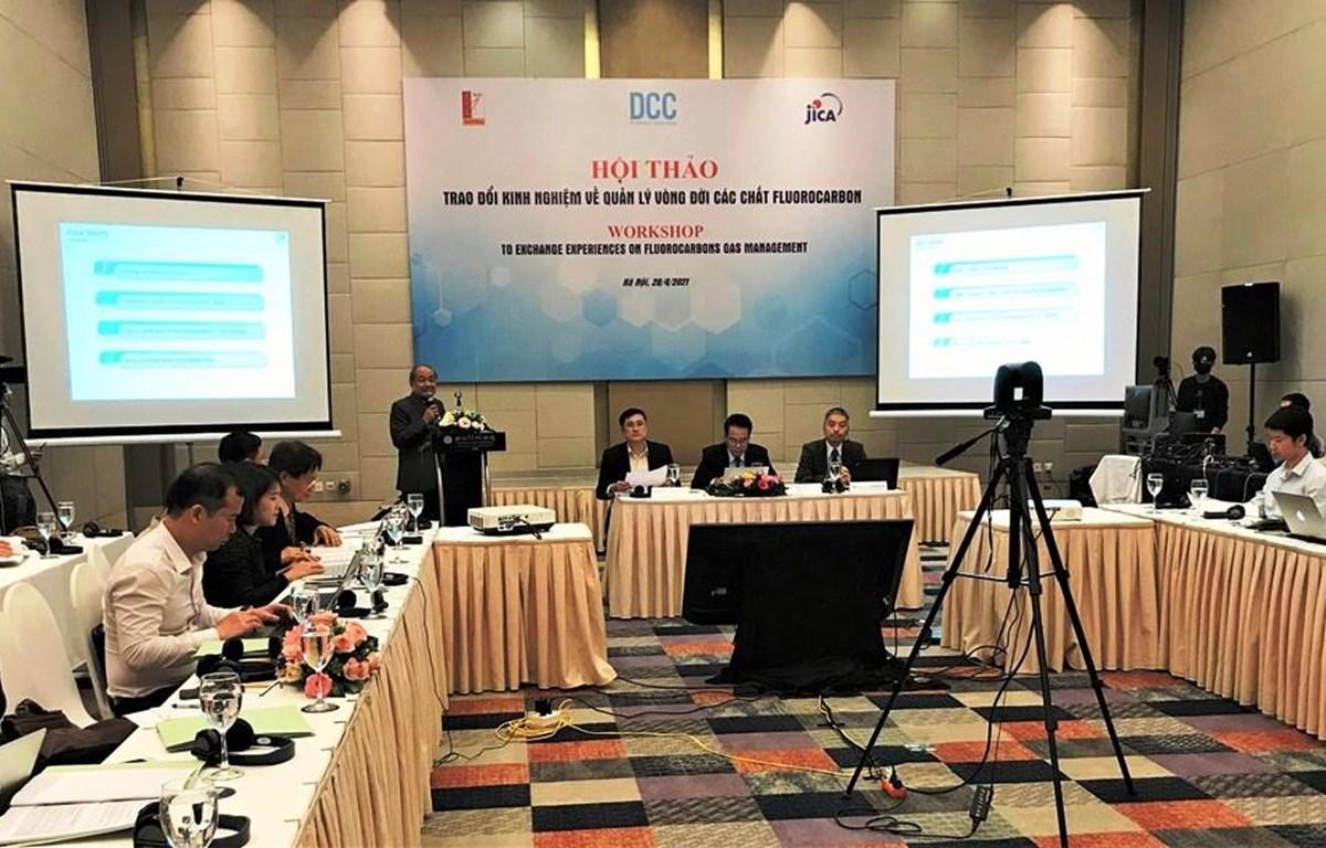 """Hội thảo """"Trao đổi kinh nghiệm quản lý khí fluorocarbon"""" diễn ra sáng 28/4, tại Hà Nội. (Ảnh: PV/Vietnam+)"""
