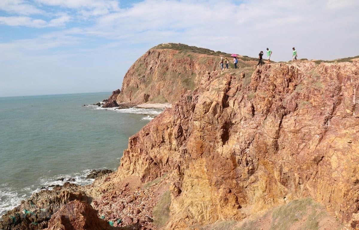 Mũi Yến thuộc xã Hòa Thắng, huyện Bắc Bình, tỉnh Bình Thuận là một điểm đến hoàn toàn hoang sơ và mới lạ. (Ảnh: Nguyễn Thanh/TTXVN