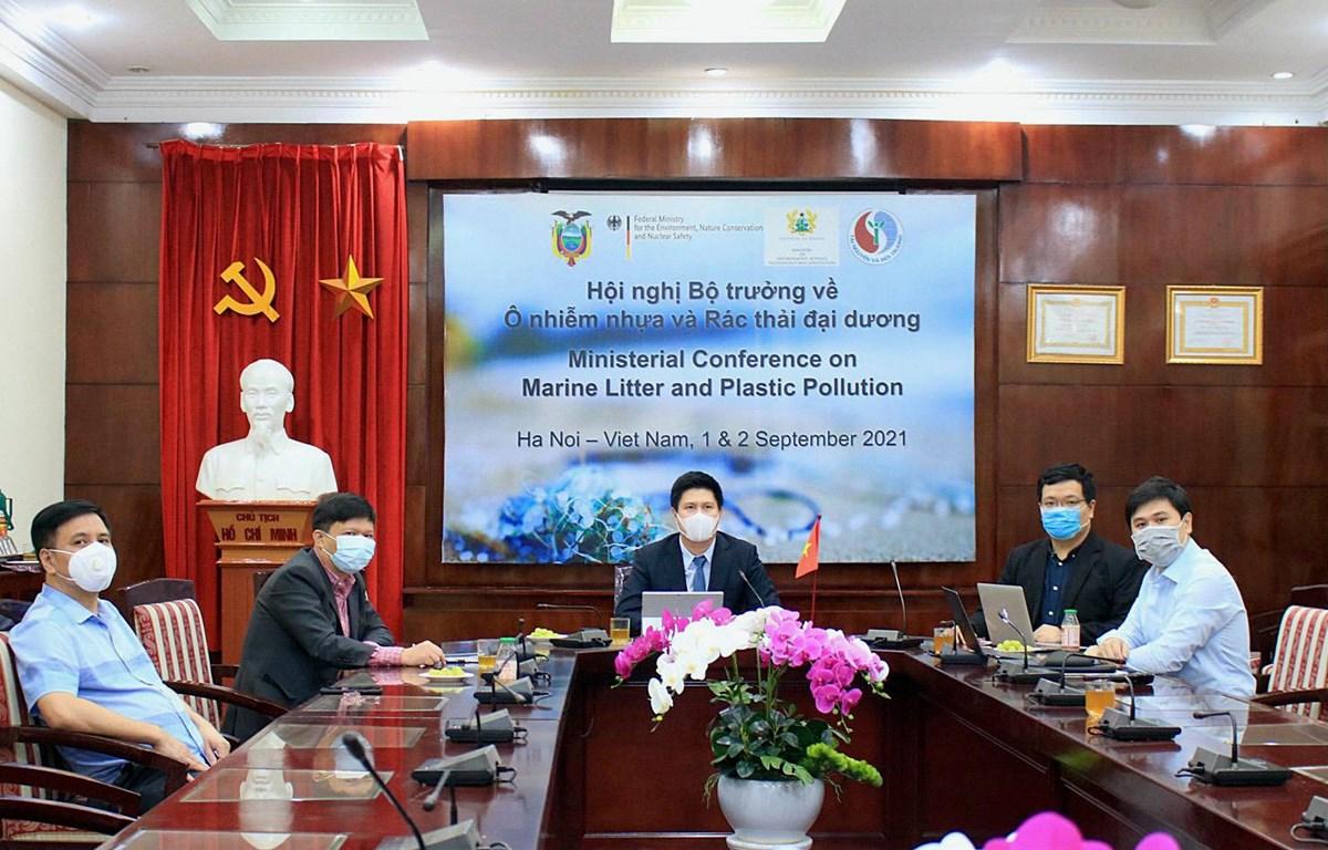 Toàn cảnh các đại biểu tham dự Hội nghị tại đầu cầu Tổng cục Biển và Hải đảo Việt Nam. (Ảnh: Monre)