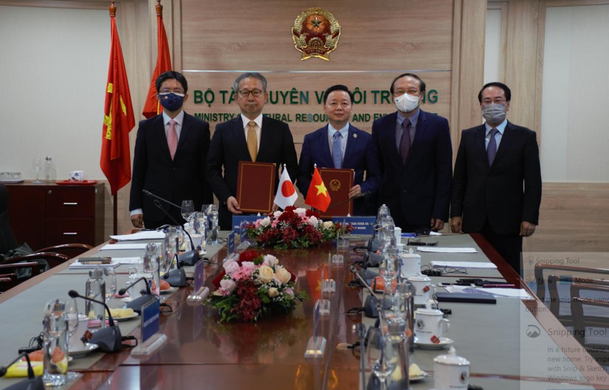 Lễ ký kết Bản ghi nhớ hợp tác về tăng trưởng cácbon thấp giữa Việt Nam và Nhật Bản. (Ảnh: Monre)
