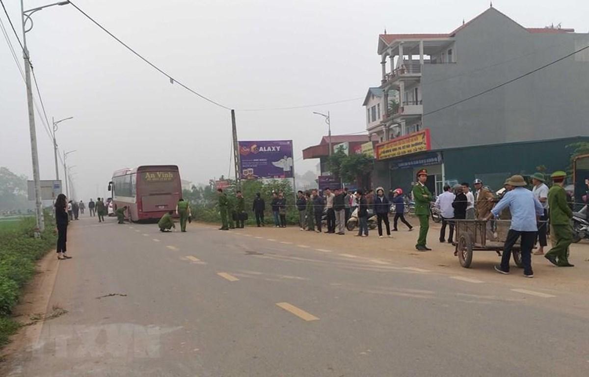 Hiện trường vụ tai nạn giao thông làm 7 người chết tại tỉnh Vĩnh Phúc. (Ảnh: TTXVN)