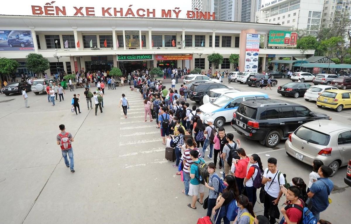 Hà Nội đã lên các phương án để ngăn chặn việc đầu cơ, tăng giá xe khách trái phép dịp 30/4 và 1/5. (Ảnh: Minh Sơn/Vietnam+)
