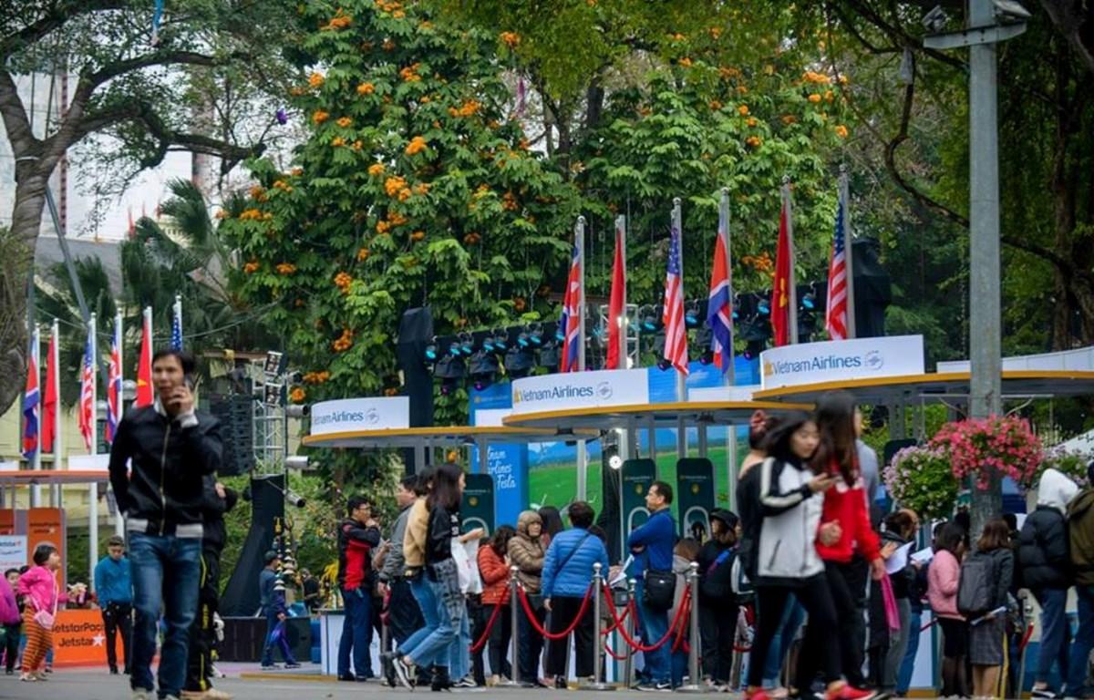 Người dân thủ đô sẽ thưởng thức các chương trình nghệ thuật đặc sắc và có cơ hội mua vé bay giảm giá tại Vietnam Airlines Festa. (Ảnh: Đức Anh)