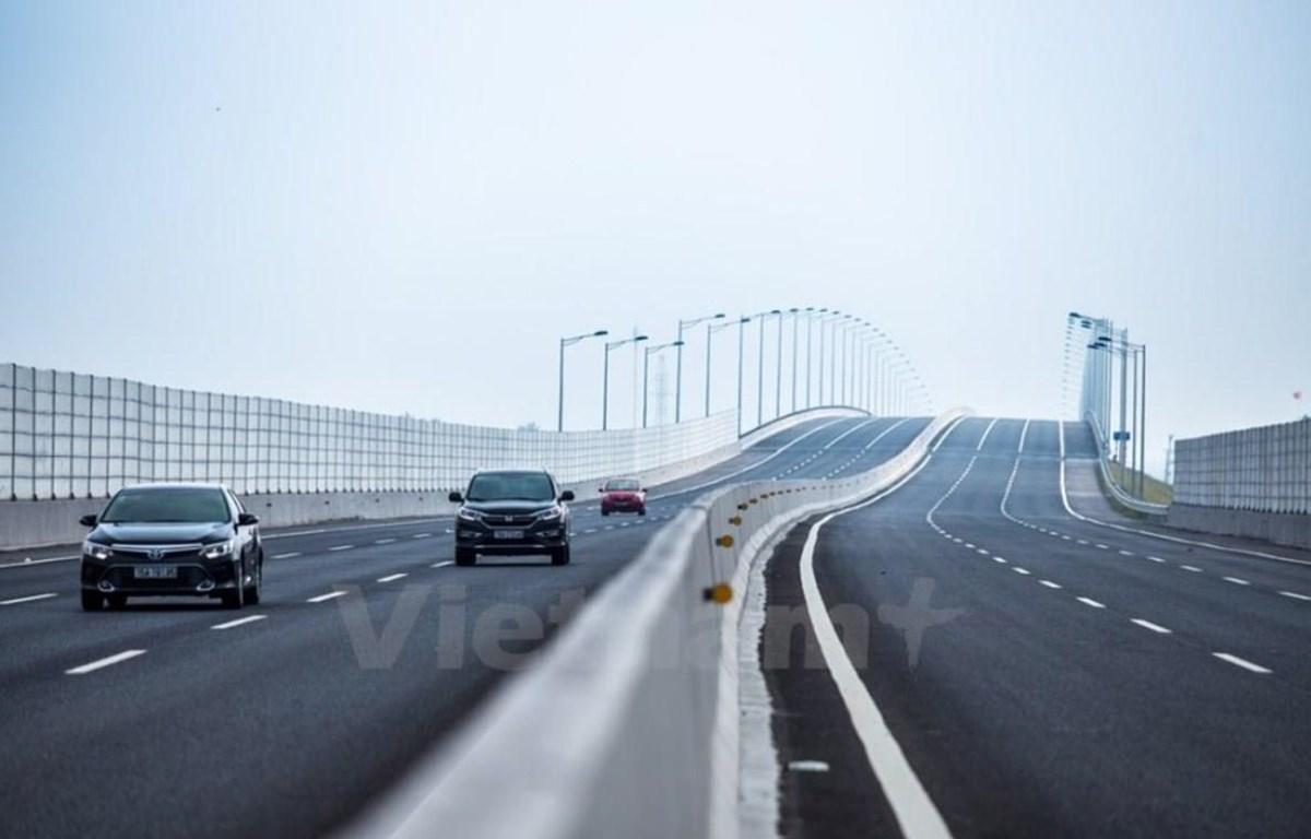 Phương tiện lưu thông trên cao tốc Hà Nội-Hải Phòng. (Ảnh: Minh Sơn/Vietnam+)