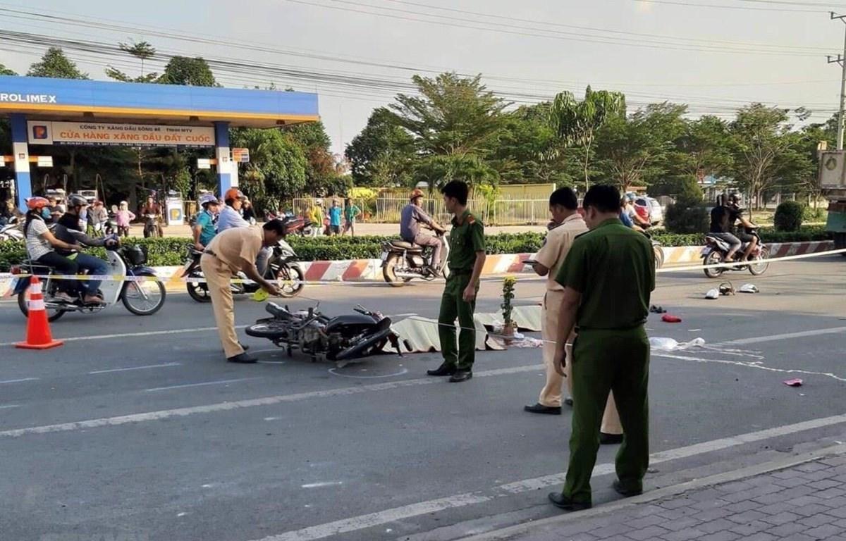 Hiện trường một vụ tai nạn giao thông làm một người tử vong. Ảnh: Huyền Trang/TTXVN