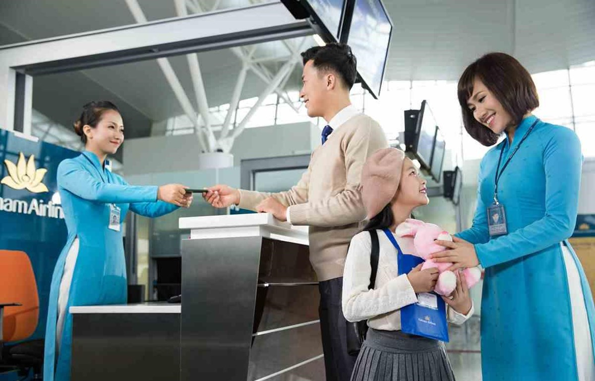 Vietnam Airlines sẽ tặng vé máy bay cho trẻ em và học sinh giỏi với mong muốn mang đến cho các em cơ hội được trải nghiệm những chuyến đi bổ ích và lý thú. (Ảnh: Đức Anh)