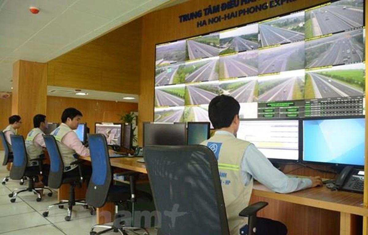 Hệ thống Trung tâm quản lý giám sát, điều hành tập trung toàn bộ các hoạt động trên tuyến cao tốc Hà Nội-Hải Phòng. (Ảnh: Việt Hùng/Vietnam+)