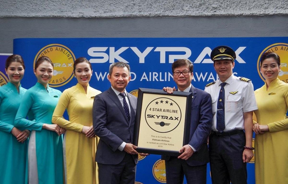Vietnam Airlines nhận chứng chỉ Hãng hàng không quốc tế 4 sao năm thứ tư liên tiếp từ Skytrax. (Ảnh: Anh Tuấn)