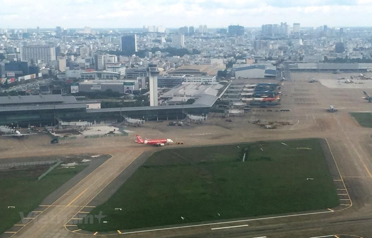 Điều hành trạm kiểm soát không lưu giúp điều hành các chuyến bay an toàn. (Ảnh: Việt Hùng/Vietnam+)
