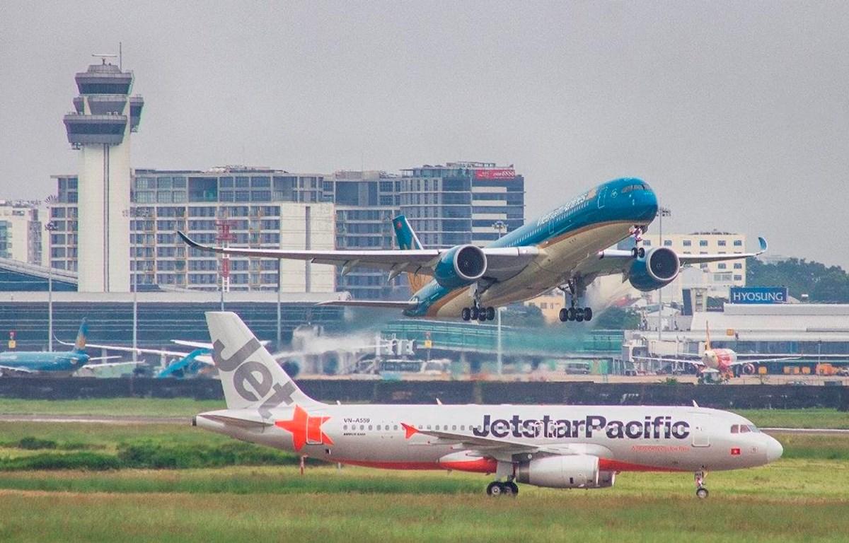 Máy bay của hãng hàng không Vietnam Airlines và Jetstar Pacific. (Ảnh: Anh Tuấn/Vietnam+)
