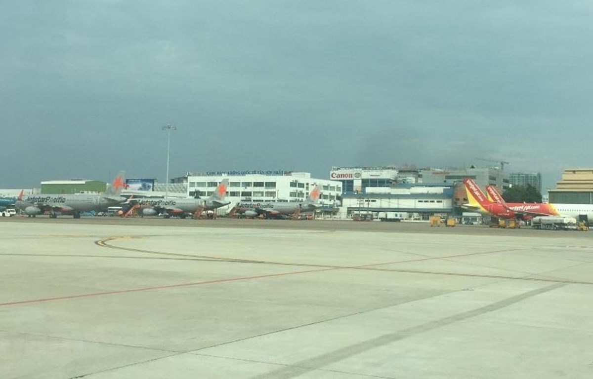 Máy bay của các hãng hàng không tại sân bay Tân Sơn Nhất (Ảnh: Việt Hùng/Vietnam+)