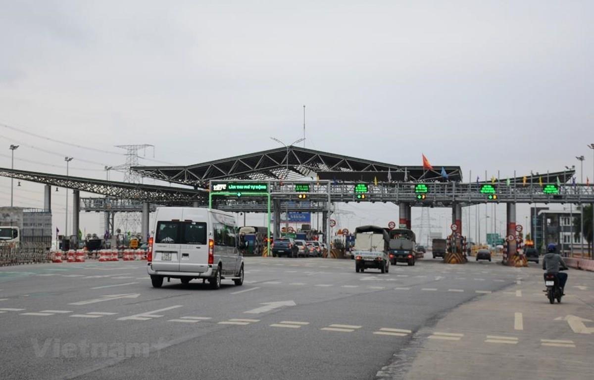 Đến hết năm 2019, các trạm thu phí phải lắp đặt xong thu phí không dừng. (Ảnh: Việt Hùng/Vietnam+)