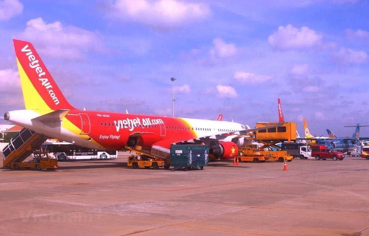 Máy bay của hãng hàng không Vietjet Air đỗ tại sân bay Tân Sơn Nhất. (Ảnh: Việt Hùng/Vietnam+)