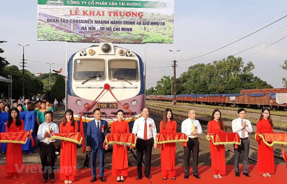 Ngành đường sắt có thêm đoàn tàu container nhanh hành trình 40 tiếng. (Ảnh: Việt Hùng/Vietnam+)
