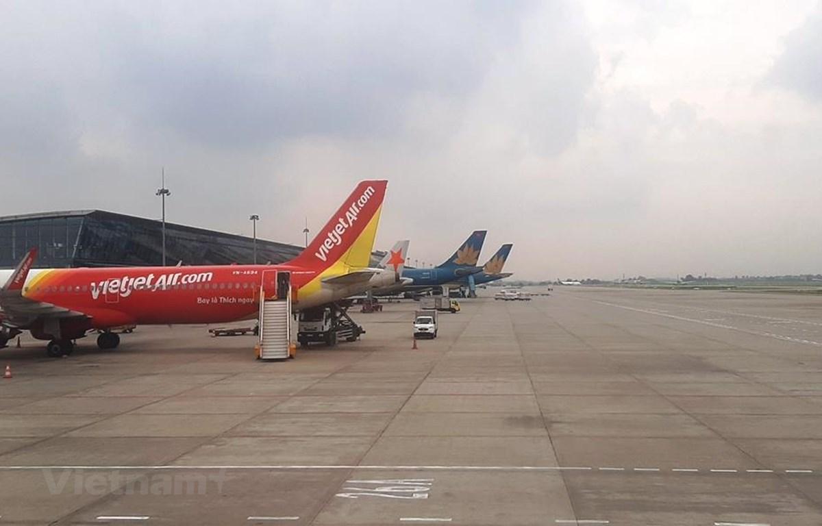 Máy bay của các hãng hàng không tại sân bay Nội Bài. (Ảnh: Việt Hùng/Vietnam+)