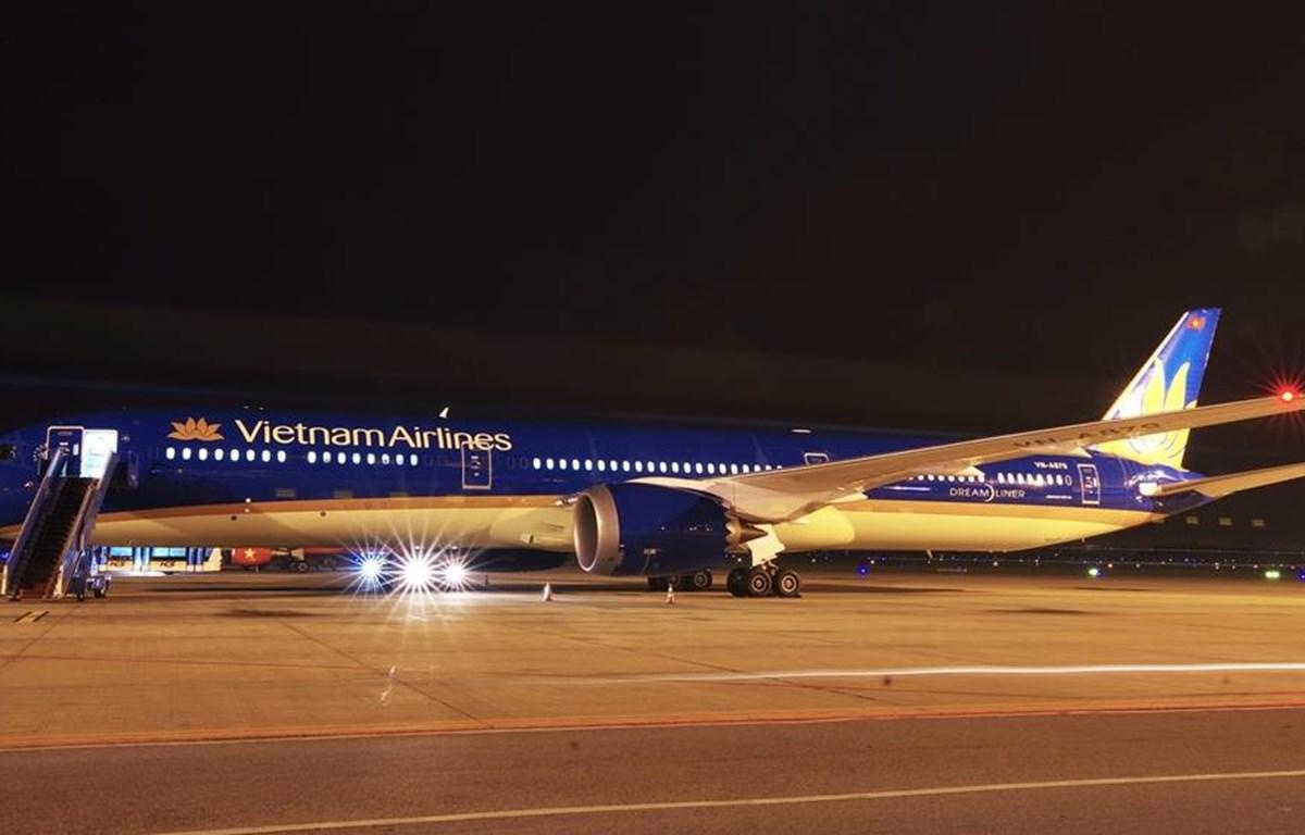 Máy bay Boeing 787-10 Dreamliner của Vietnam Airlines hạ cánh tại sân bay quốc tế Nội Bài. (Nguồn ảnh: VNA)