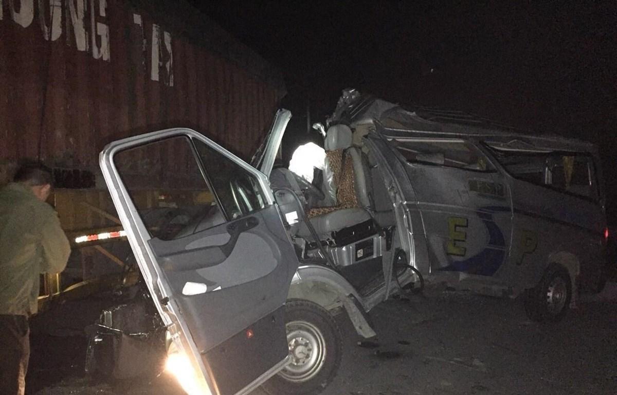 Hiện trường vụ tai nạn giao thông nghiêm trọng. (Ảnh: Đinh Tuấn/TTXVN)