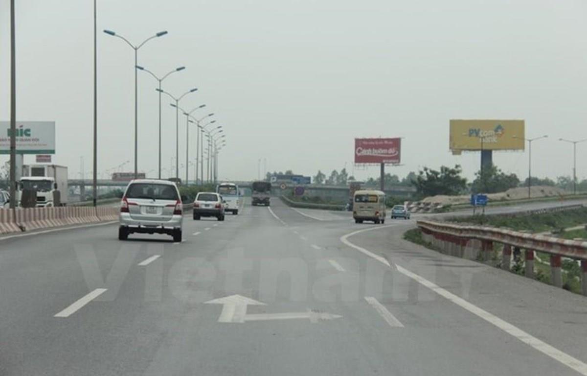 Phương tiện lưu thông trên đường cao tốc. (Ảnh: Việt Hùng/Vietnam)