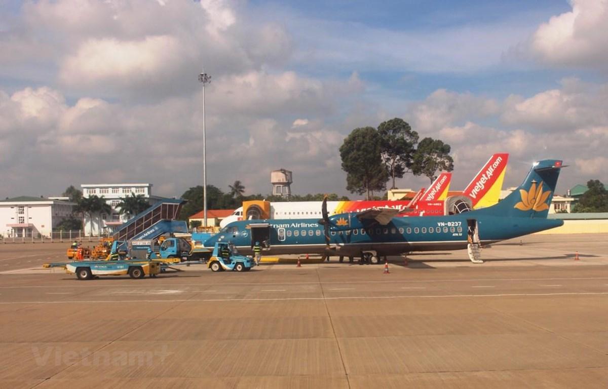 Máy bay của hãng hàng không Vietnam Airlines và Vietjet Air. (Ảnh: Việt Hùng/Vietnam+)