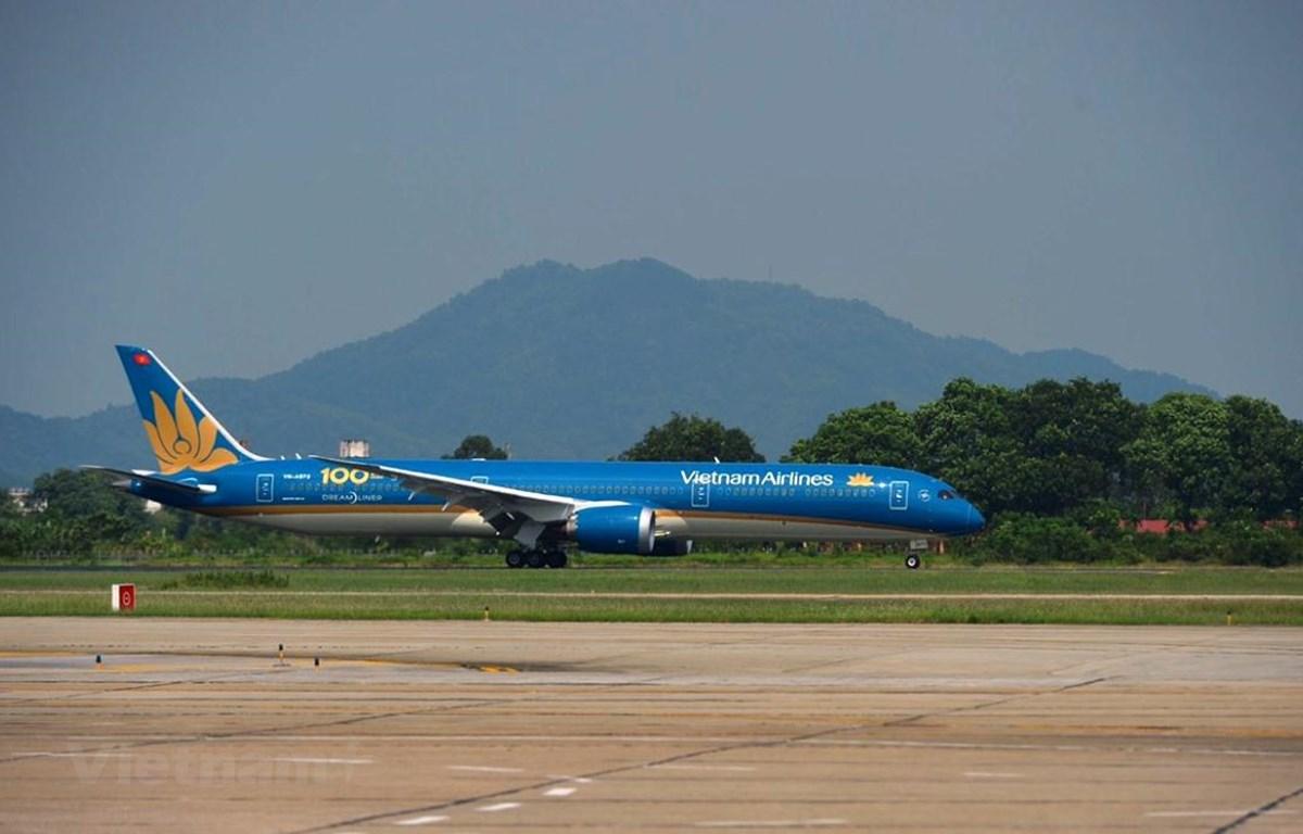 Chiếc máy bay Boeing 787-10, cũng là chiếc tàu bay thứ 100 của hãng hàng không Vietnam Airlines. (Ảnh: Việt Hùng/Vietnam+)