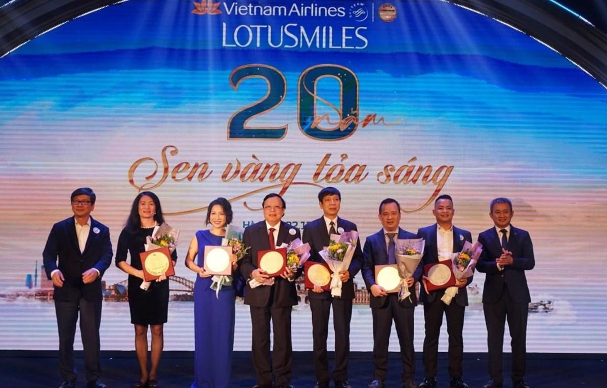 Các hội viên Bông Sen Vàng tiêu biểu được vinh danh tại sự kiện. (Ảnh: CTV/Vietnam)