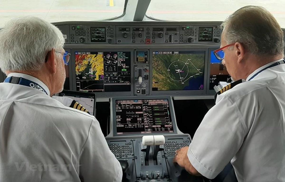 Đội ngũ giám sát viên an toàn và phi công bay vẫn là nhu cầu rất lớn đối với đặc thù của ngành hàng không. (Ảnh: Việt Hùng/Vietnam+)