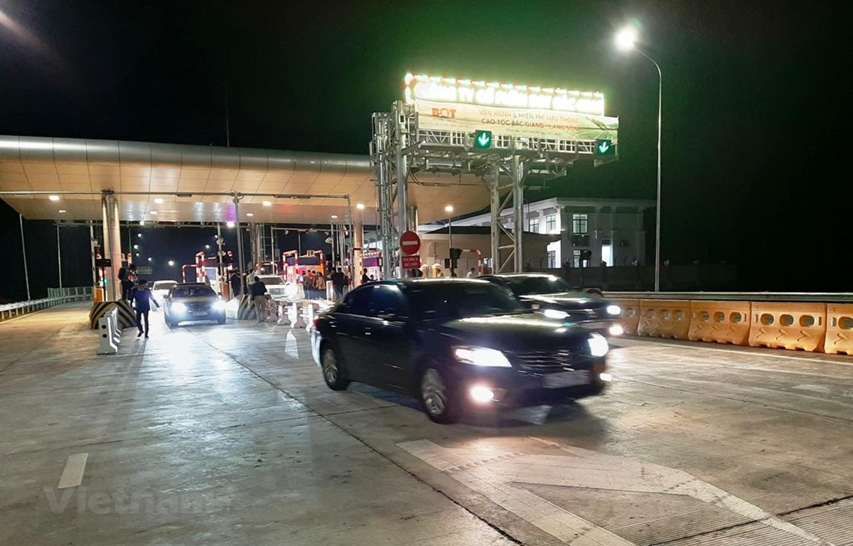 Tuyến đường cao tốc Bắc Giang-Lạng Sơn đã chính thức được thông xe và đưa vào khai thác vận hành miễn phí trong dịp Tết Canh Tý. (Ảnh: Việt Hùng/Vietnam+)