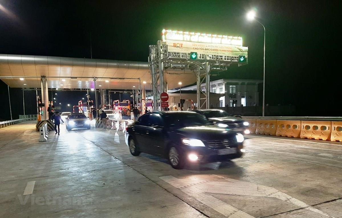 Trạm thu phí trên tuyến đường cao tốc Bắc Giang-Lạng Sơn. (Ảnh: Việt Hùng/Vietnam+)