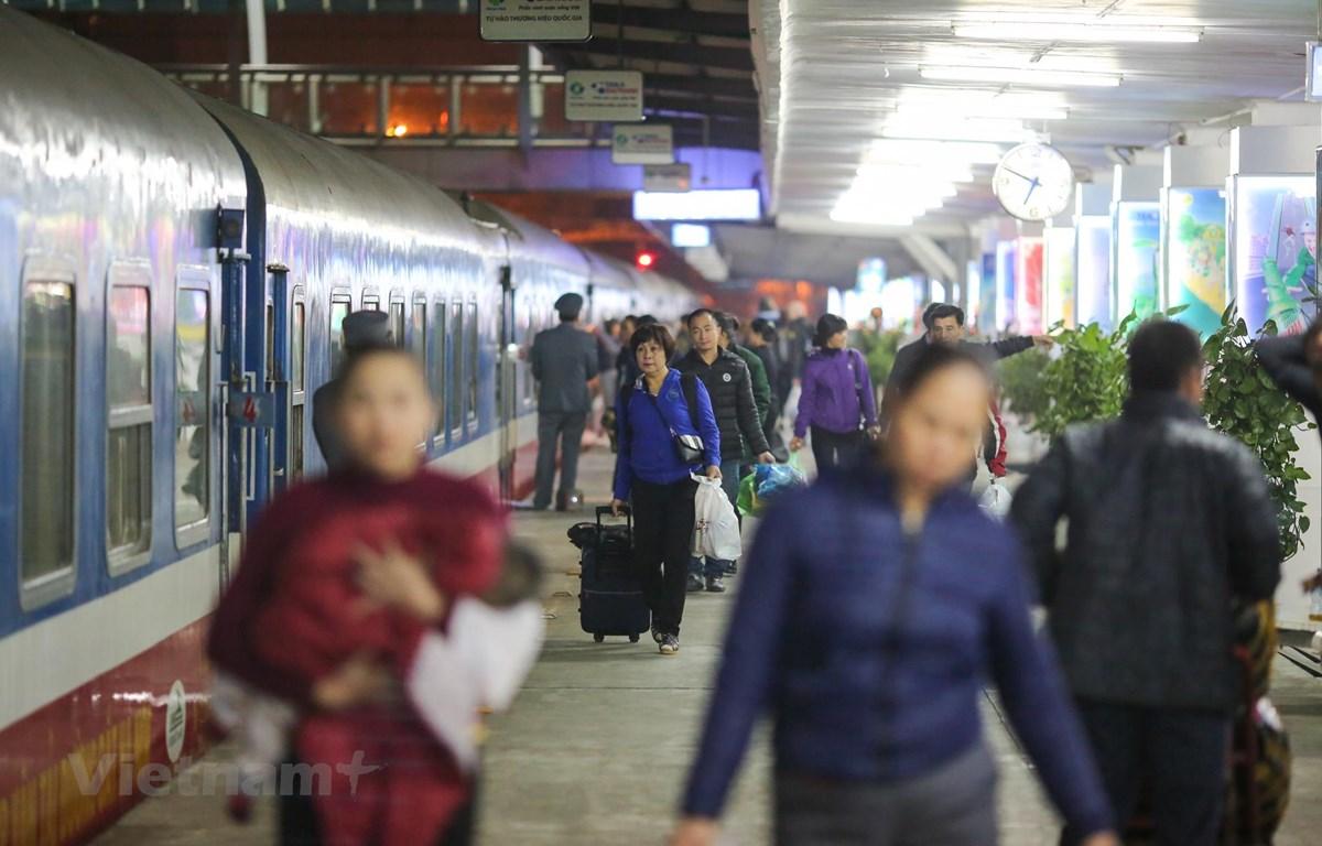 Dừng chạy hàng loạt tàu khách từ Hà Nội đi Vinh, Lào Cai