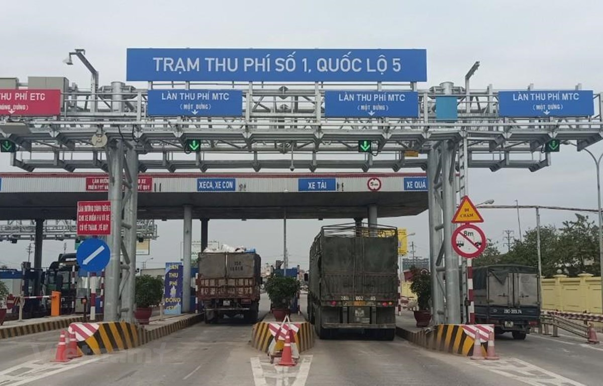 Trạm thu phí trên Quốc lộ 5 chính thức thu phí tự động không dừng từ ngày 12/3 tới. (Ảnh: Việt Hùng/Vietnam+)