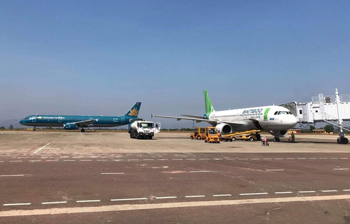 Máy bay của hai hãng hàng không Vietnam Airlines và Bamboo Airways. (Ảnh: CTV/Vietnam+)