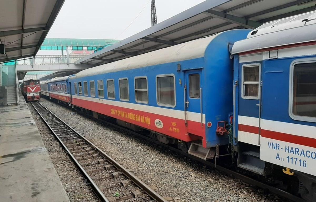 Đoàn tàu tại ga Hà Nội của Tổng công ty Đường sắt Việt Nam (Ảnh: Việt Hùng/Vietnam+)