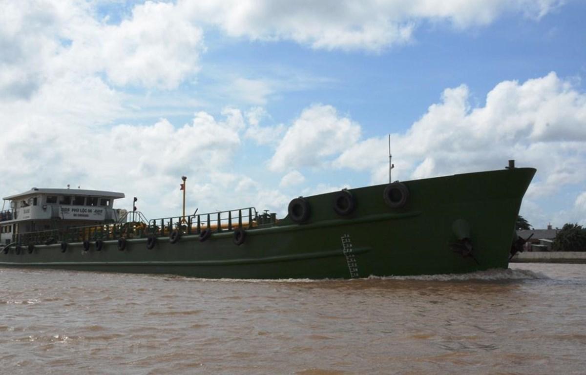 Tàu thuyền Việt Nam hoạt động tuyến nội địa sẽ được giảm giá dịch vụ hoa tiêu hàng hải vì dịch COVID-19. (Ảnh: Việt Hùng/Vietnam+)