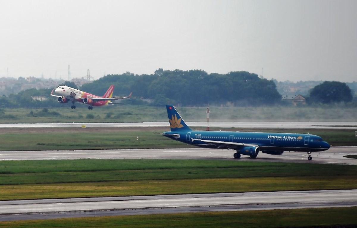 Trục đường bay Hà Nội-Thành phố Hồ Chí Minh khai thác 28 chuyến bay từ 0 giờ ngày 29/4. (Ảnh: Hoàng Anh/Vietnam+)