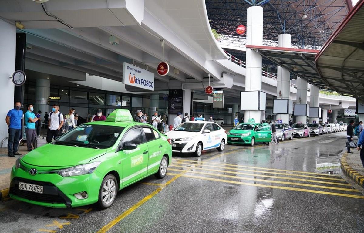 Taxi hoạt động tại sân bay quốc tế Nội Bài. (Ảnh: Phan Công/Vietnam+)