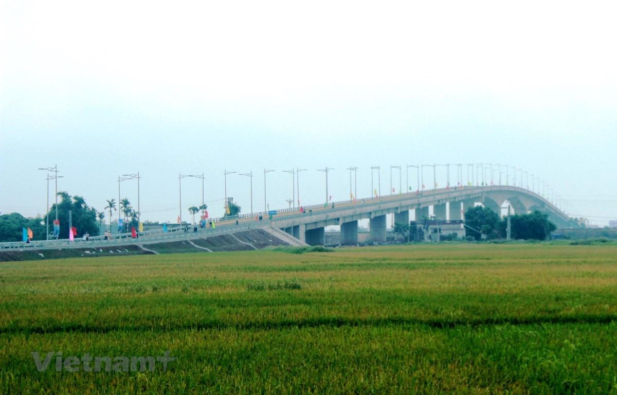 Cầu Thịnh Long được khánh thành thuộc tuyến đường bộ ven biển tỉnh Nam Định. (Ảnh: Việt Hùng/Vietnam+)