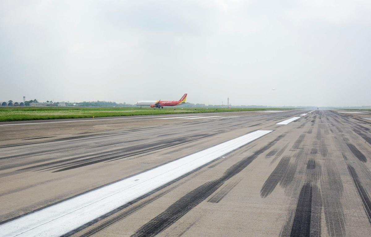 Đường cất hạ cánh sân bay Nội Bài sẽ được sửa chữa các hư hỏng để đảm bảo an toàn khai thác bay. (Ảnh: Việt Hùng/Vietnam+)
