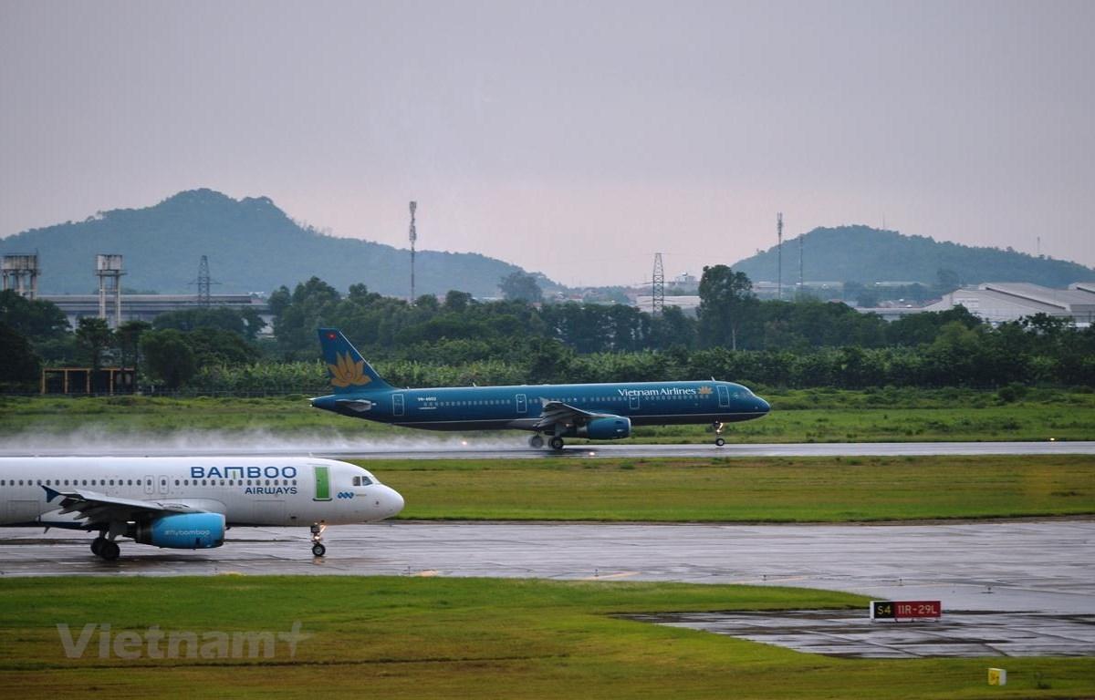 Máy bay của các hãng hàng không Vietnam Airlines và Bamboo Airways. (Ảnh: Hoàng Anh/Vietnam+)