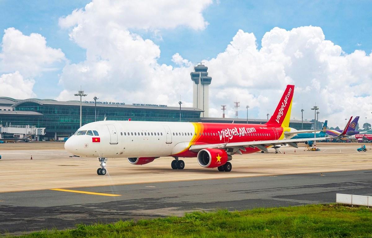 Hành khách sẽ có nhiều cơ hội đi lại du lịch mọi miền đất nước khi Vietjet bán vé máy bay ưu đãi giá rẻ. (Ảnh: CTV/Vietnam+)