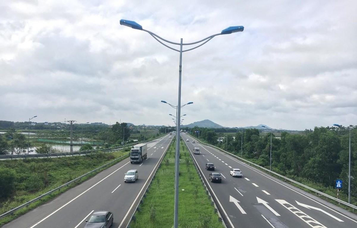 Phương tiện lưu thông trên một tuyến cao tốc do VEC quản lý. (Ảnh: CTV/Vietnam+)