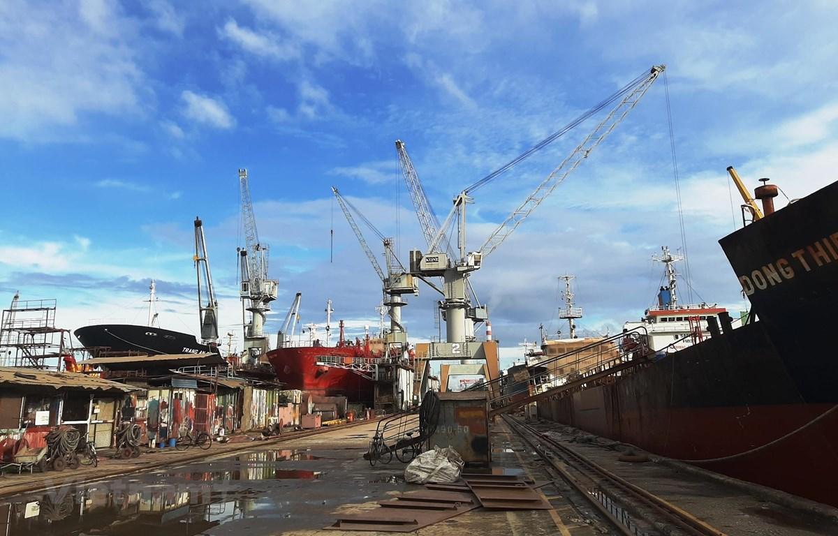 Thị trường đóng tàu chưa rõ đến khi nào mới phục hồi khi đội tàu vận tải biển của các nước trên thế giới vẫn đang dư thừa. (Ảnh: Việt Hùng/Vietnam+)