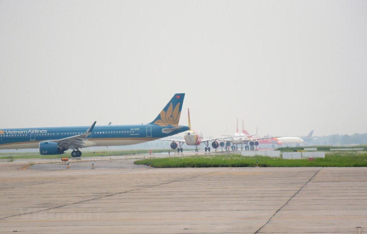 Máy bay trên đường lăn ra đường băng để chuẩn bị cất cánh tại một sân bay. (Ảnh: Việt Hùng/Vietnam+)