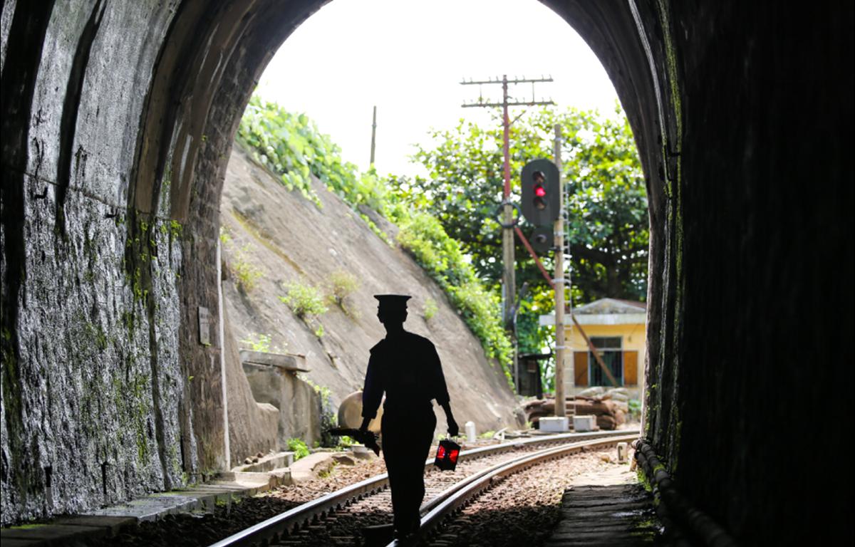 Những hầm đường sắt xuống cấp sẽ được cải tạo để đảm bảo an toàn chạy tàu. (Ảnh: Minh Sơn/Vietnam+)