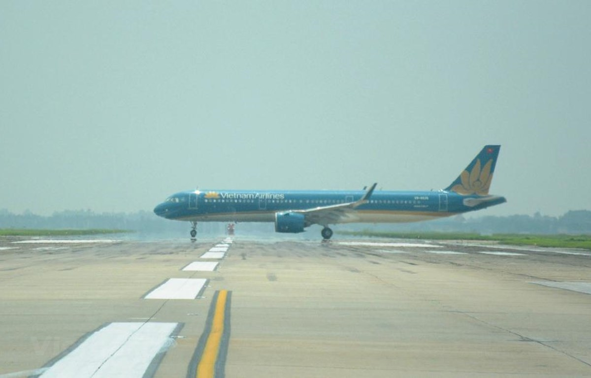 Máy bay đang di chuyển trên đường lăn tại sân bay Nội Bài. (Ảnh: Việt Hùng/Vietnam+)