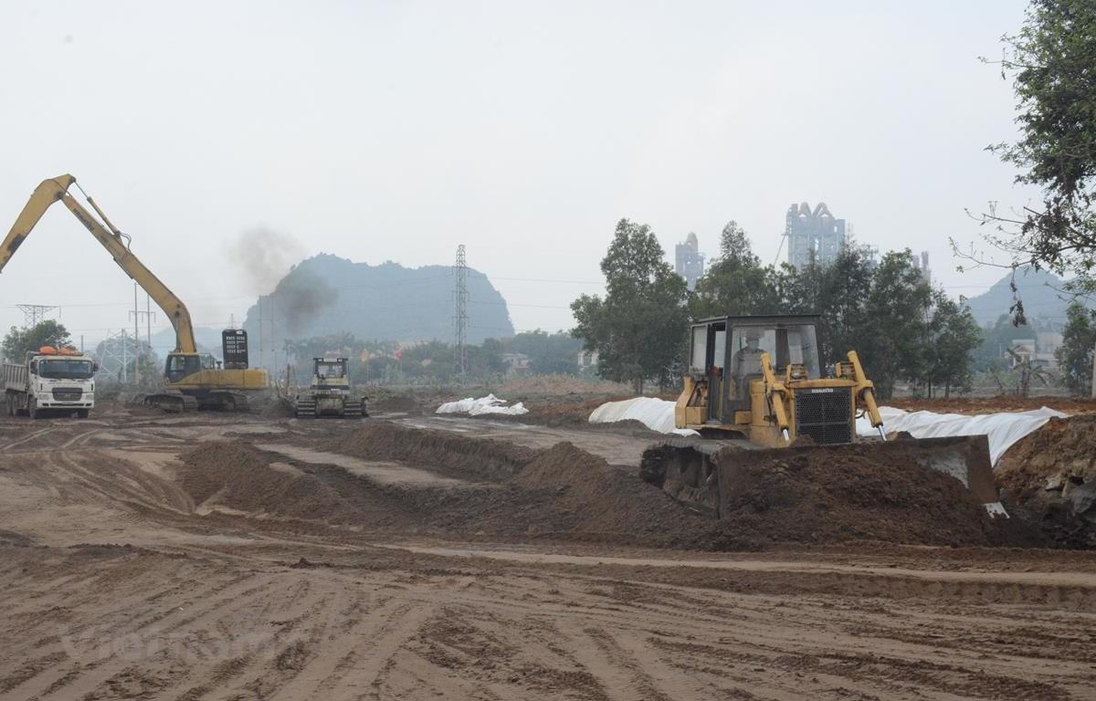 Nhà thầu triển khai thi công cao tốc Bắc-Nam đoạn Cao Bồ-Mai Sơn qua địa phận tỉnh Ninh Bình. (Ảnh: Việt Hùng/Vietnam+)