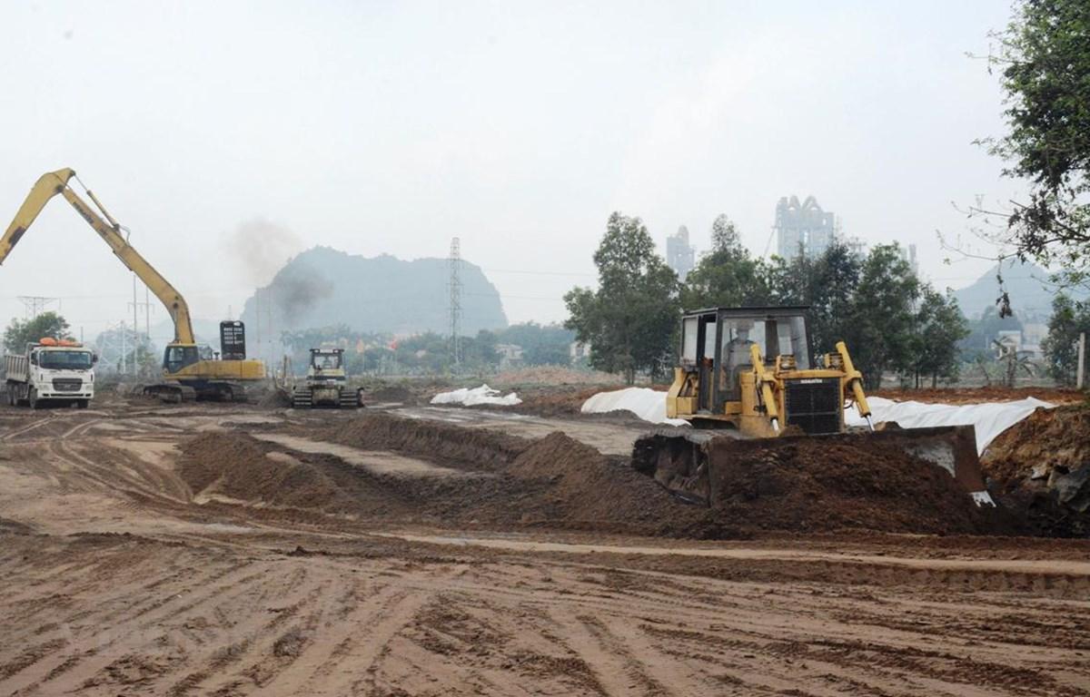 Một số dự án cao tốc Bắc-Nam đang thiếu nguồn vật liệu đất đắp dẫn tới ảnh hưởng tiến độ thi công của nhà thầu. (Ảnh: Việt Hùng/Vietnam+)